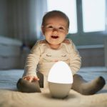 Une veilleuse pour éclairer en douceur la chambre de bébé